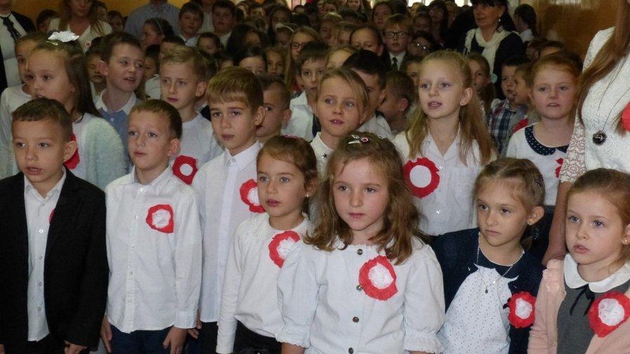100 rocznica Odzyskania Niepodległości przez Polskę w szkole w Krosnowicach