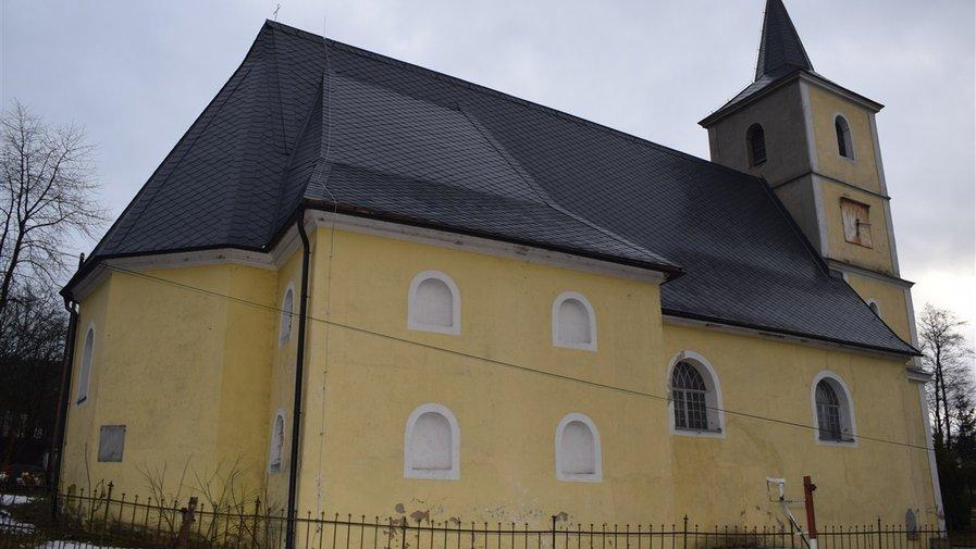 Dach kościoła w Droszkowie zrobiony