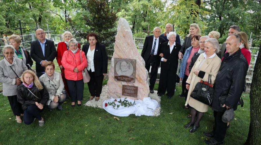 Odsłonięcie pomnika I. Reimanna w 2020 r. - zdjęcie pamiątkowe uczestników uroczystości. Foto: B. Bińkowski